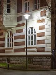 Dank einer neuen Technik bleibt das LED-Licht auf der Straße und stört nicht im Schlafzimmer der Anwohner.