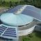 Auf dem Dach der August-Schärttner-Halle in Hanau wurde eine Photovoltaikanlage mit über 400 Kilowatt Leistung installiert.