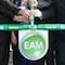 Mit dem symbolischen Öffnen eines Gashahns startet die Biogasproduktion im neuen EAM-Biomassezentrum Kirchhain-Stausebach.