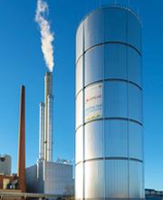 Der 70 Meter hohe Wärmespeicher der N-ERGIE ist der erste Speicher in Deutschland, der mit Zwei-Zonen-Technik arbeitet.