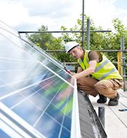 Das White-Label-Angebot von E.ON beinhaltet auch die komplette Installation und Betreuung der Solaranlagen.