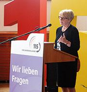 Staatssekretärin Cornelia Rogall-Grothe steht hinter der 115.