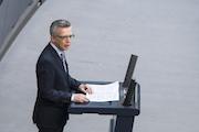 Bundesinnenminister Thomas de Maizière bewertet das neue IT-Sicherheitsgesetz als wichtigen Schritt zur Stärkung der IT-Systeme in Deutschland.