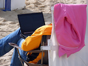 Ab August 2015 können Bürger ihre Steuerbescheide auch im Urlaub über das Internet abrufen.