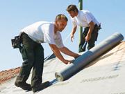 Die KfW stellt Fördermittel für energetische Sanierungen und den Neubau energieeffizienter Gebäude bereit.