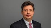 Wirtschaftsminister Rheinhard Meyer appelliert an Kommunen, sich rechtzeitig um eine Förderung im Breitband-Ausbau in Schleswig-Holstein zu kümmern.