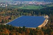 Am Solarpark der Stadtwerke Tübingen auf der Schwäbischen Alb beteiligen sich künftig vier Energiegenossenschaften.
