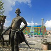 Animierte thermografische Aufnahme des Rathauses von Pirmasens mit Denkmal des Landgrafen.