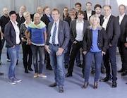 Freuen sich über das 25-jährige Firmenjubiläum: Mitarbeiter der Barthauer Software GmbH.
