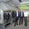 Der neuartige Elektrolyseur in Haßfurt geht in Betrieb.
