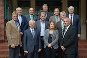Ein wichtiger Schritt, für den Breitband-Ausbau: Der Landrat und alle Bürgermeister des Kreises Leer unterzeichneten den für die Zusammenarbeit erforderlichen Vertrag.