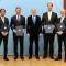 Staatssekretär Rainer Baake hat die Förderbescheide an die Vertreter der fünf Schaufensterregionen Intelligente Energie überreicht.