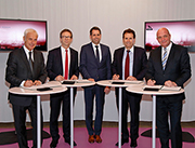 Stadt Wolfsburg und Volkswagen unterzeichnen Absichtserklärung zur gemeinsamen Realisierung einer Smart City.