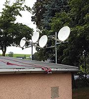 Zentraler Einspeisepunkt für die Glasfaser-/Satellit-Kombilösung.