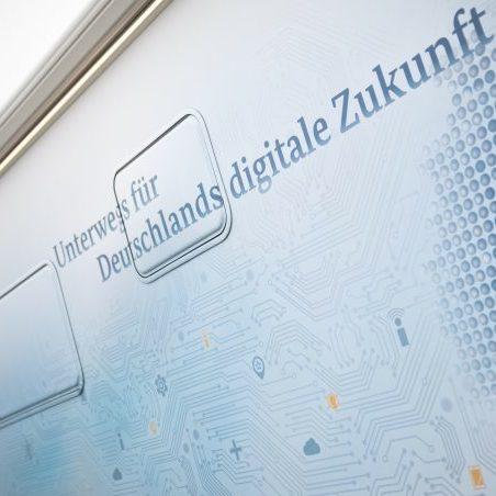 Unterwegs für Deutschlands digitale Zukunft: Das Informationsmobil der Roadshow Breitband@Mittelstand.