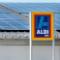 Solaranlagen auf ALDI SÜD-Filialen werden mit einem Batteriespeicher gekoppelt.