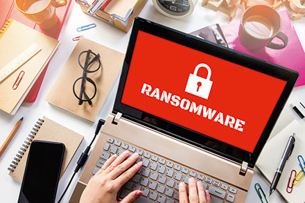Ransomware befällt Rechner über E-Mail-Anhänge.