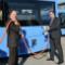 MVG-Buschef Ralf Willrett und MVG-Chef Ingo Wortmann inspizieren die neuen Busse.