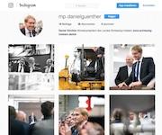 Schleswig-Holsteins Ministerpräsident Daniel Günther gibt jetzt unter anderem auf Instagram Einblick in seinen Arbeitsalltag.