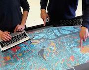Hamburg möchte die Bürger künftig unter anderem mithilfe digitaler Datentische an  an Planungsprozessen beteiligen.