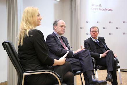 Potsdams Bürgermeister Burkhard Exner (rechts) im Gespräch mit den deutschen Botschafter in Estland Christoph Eichborn.