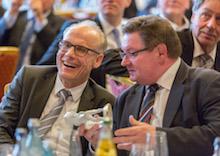 Alexander Schroth und Bayerns Innenstaatssekretär Gerhard Eck.
