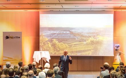 """Digitalisierungsminister Thomas Strobl zeichnet die fünf Gewinner des Wettbewerbs """"Digitale Zukunftskommune@bw"""" aus."""