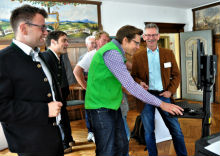 Erste Erlebnisse am Bürger-Terminal im Rathaus Eglofs in Argenbühl.