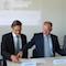 neu-medianet Geschäftsführer Ingo Meyer, Landrat Heiko Kärger und Geschäftsführer Olf Häusler (v.l.) unterzeichnen den Vertrag für den Breitband-Ausbau.