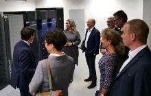Die Thüringer Finanzministerin Heike Taubert und Landes-CIO Hartmut Schubert haben die Minister des Freistaats zum ersten Digitalisierungskabinett im Thüringer Landesrechenzentrum empfangen.
