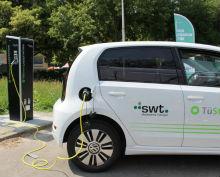 PwC-Studie: Energieversorger sind beim Aufbau einer öffentlicher Lade-Infrastruktur für E-Fahrzeuge aktiv, sie betreiben aber noch zu wenige Ladesäulen.