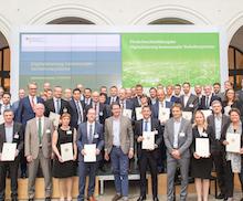 Bundesminister Andreas Scheuer hat heute die ersten 60 Förderbescheide für Maßnahmen zur Digitalisierung kommunaler Verkehrssysteme übergeben.