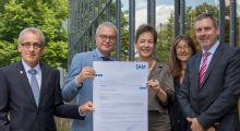 Das Land Hessen und die Hessische Zentrale für Datenverarbeitung (HZD) freuen sich über das SAM-Zertifikat von Microsoft.