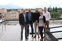 Das Rosenheimer Landratsamt hat bereits eine Photovoltaikanlage auf dem Dach. Mit einem Solarkataster können die Bürger nun ihr eigenes Dach bewerten lassen.