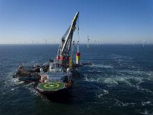 Erster Rammschlag auf See: Der Bau des Trianel Windparks Borkum II ist gestartet.
