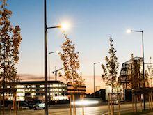 Intelligente Lichtmasten im Münchner Gebiet Neuaubing-Westkreuz erhellen die Nacht und erheben Umwelt- und Verkehrsdaten.