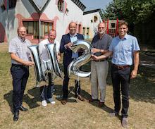 In der Kita in Münster wird jetzt mit Wasserstoff geheizt. Die neue Anlage wurde  von Vertretern der Stadwerke, der Stadt und der Firma Heinze & Rincke übergeben.