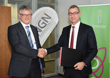NGN-Geschäftsführer Christof Epe (links) und Dr. Michael Schmidt, Geschäftsführer innogy Metering, vereinbaren Zusammenarbeit.