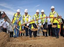 Der Breitband-Ausbau auf der Nordseeinsel Pellworm hat mit einem offiziellen Spatenstich begonnen.