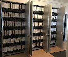 Rechnungen und Zahlungsanordnungen füllen bei der Stadt Marburg rund 40 laufende Meter Regal in Papierform.