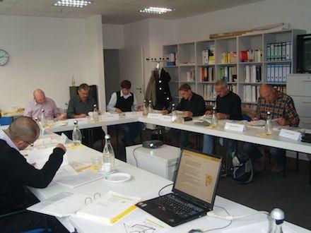 Wie kommunales Energie-Management zur Steigerung der Energieeffizienz in Liegenschaften funktioniert, erklären Experten der KEA in Schulungen und Workshops.