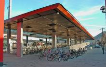 Öffentlicher Personennahverkehr und Fahrräder helfen, den Anteil von Autofahrten in Kommunen zu verringern.