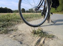 Kreis Soest: Oberflächenschäden können Rad- und Fußgänger ab sofort online melden.