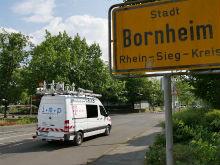 Pilotphase in Bornheim: Fahrzeug mit 360°-Kameras und Laser-Scanner erfasst Umgebungsdetails für Glasfaserausbau der Telekom.