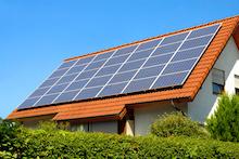 Besitzer von Photovoltaikanlagen, die ab 2021 aus der EEG-Förderung fallen, sollten den Strom am besten mithilfe eines Speichers selbst verbrauchen.