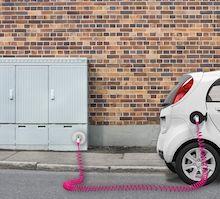 Deutsche Telekom will bundesweites Netz an öffentlichen Ladestellen für Elektroautos aufbauen.