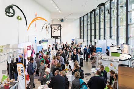 Einblicke in die Arbeitswelt der Unternehmen und Fördermittelgeber bietet die Fachausstellung auf dem Zukunftskongress Energiewende.