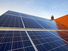 Mehr als jede zweite neuinstallierte Photovoltaikanlage (PV-Anlage) bis zu einer Leistung von 30 Kilowatt peak (kWp) wird nach Angaben der RWTH Aachen derzeit zusammen mit einem Heimspeicher installiert.