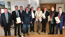 Bundeslandwirtschaftsministerin Julia Klöckner mit den Vertretern des GeoBox-Konsortiums.