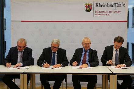 Rheinland-Pfalz: Land und kommunale Spitzenverbände vereinbaren Kooperation zur OZG-Umsetzung.